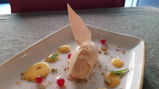 Detalle del helado de caramelo salado