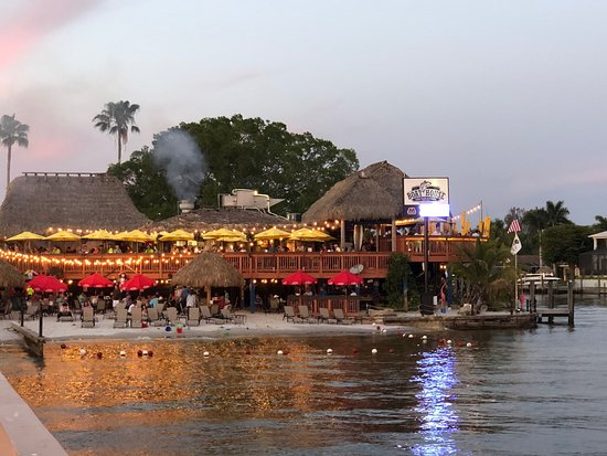 Fabulous view of the sunset.  Entertainment, reasonable food and bucket drinks all on the beach.  What could be better??
