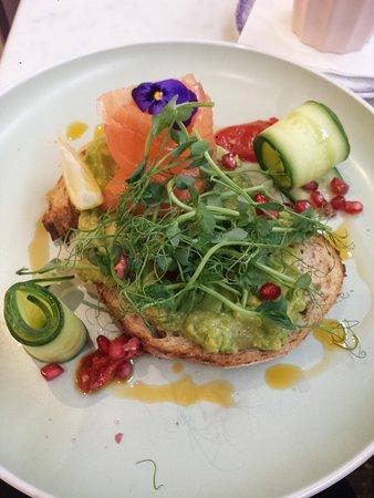 Avocado con aggiunta di salmone