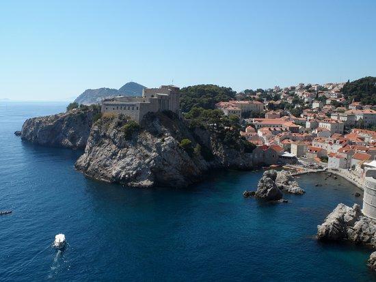 Ta trójpoziomowa budowla miała bronić miasto zarówno przed atakami z morza jak i lądu.
