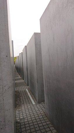 Memoriale dell'Olocausto (Memoriale per gli ebrei assassinati d'Europa): Memorial