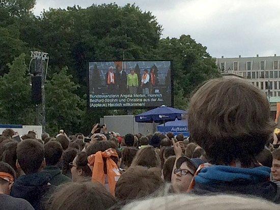Obama and Merkel at the Brandenburg Gate T-garten