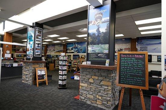 Hokitika i-SITE Visitor Information Centre: Inside