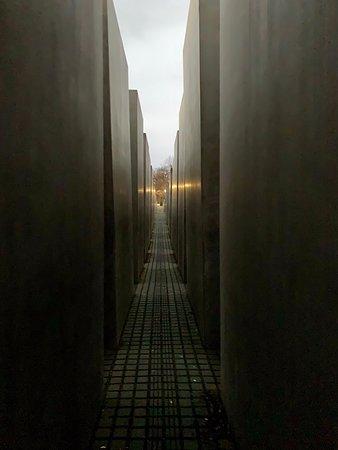 Memoriale dell'Olocausto (Memoriale per gli ebrei assassinati d'Europa): Sunset was the perfect time.