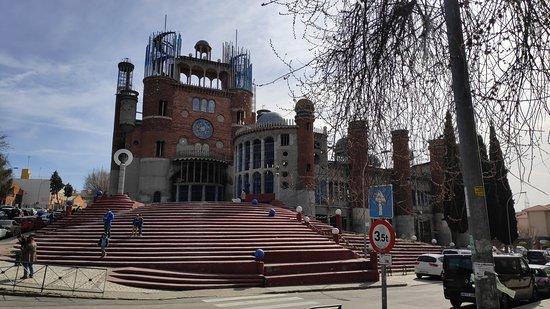 Mejorada del Campo, Espagne : Vista de la entrada principal con la escalinata