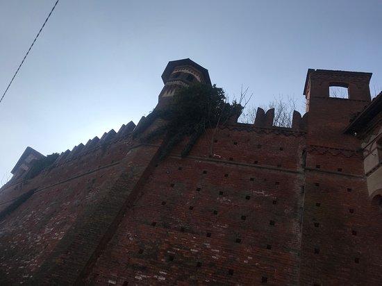 Sotto alle mura
