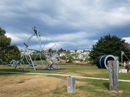 Oamaru, New Zealand: The swings