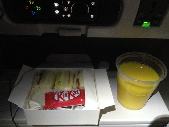 American Airlines: 夜食、軽食