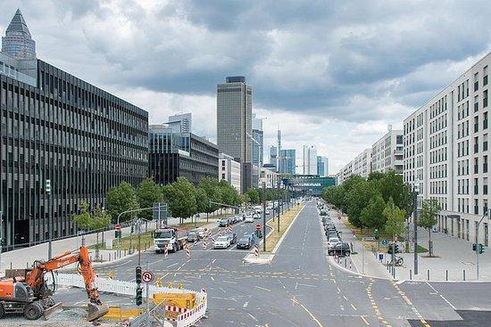 Frankfurt med buss og fot med lokal...