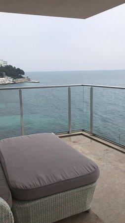 Kaldığm odanın balkonundan
