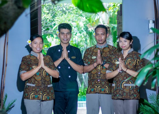 Chimera Villas: Staff service