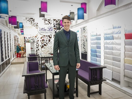 Another great result, this time for Thomas from Germany who chose lovely charcoal and green fabrics for his 2 and 3 piece suits along with a couple of Egyptian cotton shirts. Thomas is a happy boy, and so are we!