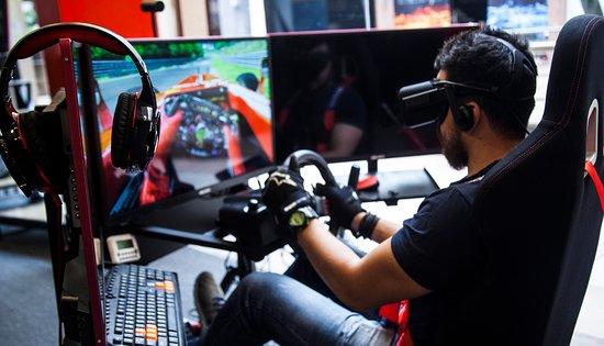 V8 Racing Center