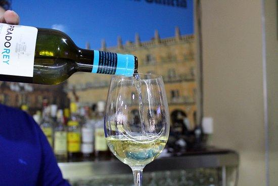 La Ronda Food & Drink: Vino blanco de la casa