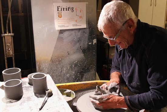 Cobourg, Kanada: Come and try your hand with clay! Why not stay in the gorgeous Northumberland Hills area and have a pottery lesson? By appointment only.  See www.firingtimepottery.com for  more details