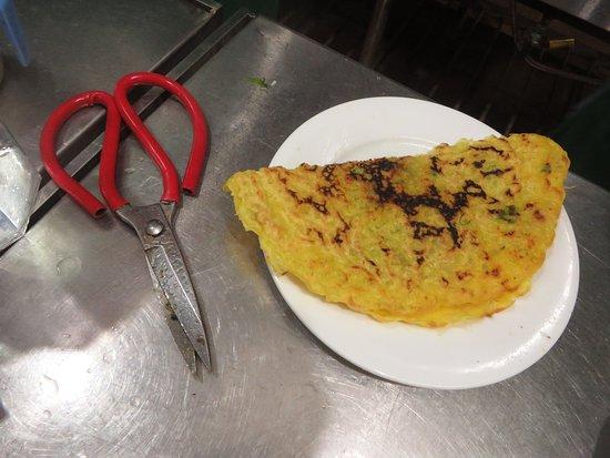 "Hanoi Kochkurs: Banh Xeo- ""Vietnamese Pancake"" This was crispy and so good!"