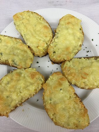 O Prato: Garlic Bread with Cheese