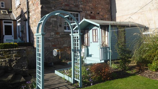 Alannah House: Summer house in our walled garden.