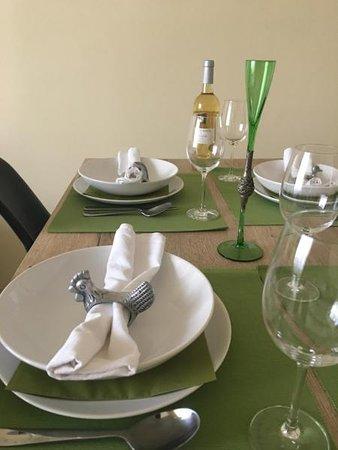 Panorama Apartment Darvenitsa: Dining