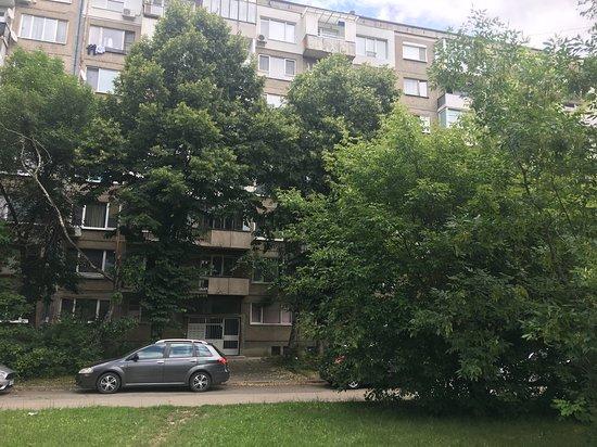 Panorama Apartment Darvenitsa: Evergreen Sofia Apartment - building