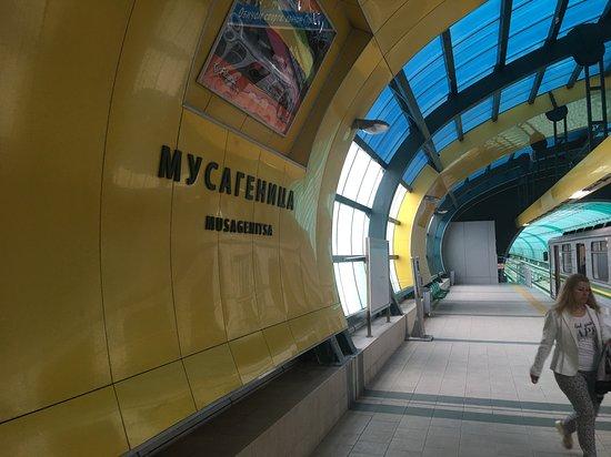 Panorama Apartment Darvenitsa: Musagenitsa metro station is on 5 min walk