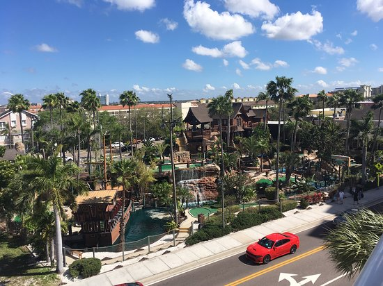 Shephard's Beach Resort: View of mini-golf course from island view room