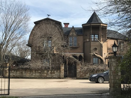 Munster Mansion