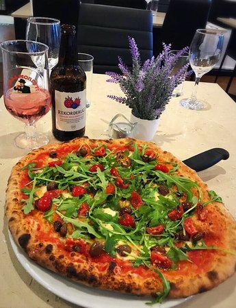 Margherita with olives, cherry tomatoes and rocket