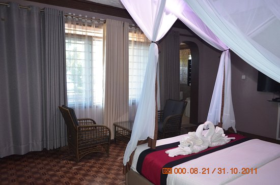 Honeymoon Suite with romantic ambiance