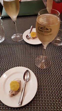 Delices du Papillon: Une coupe de champagne et mis en bouche