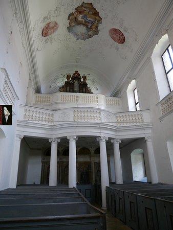 interieur van st Michaelskerk in slot Harburg