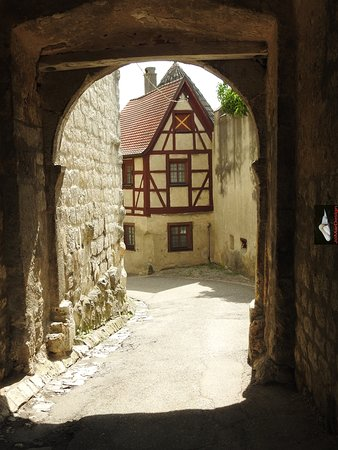 kleine poort en uitgang bij slot Harburg