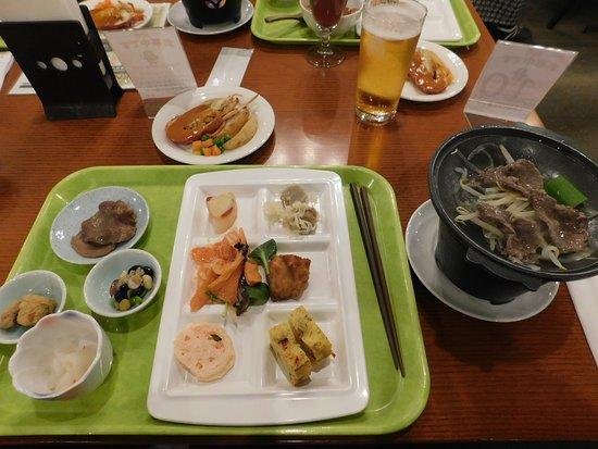 Active Resorts Miyagi Zao: ビュッフェの一皿目 上の丸皿がロブスター