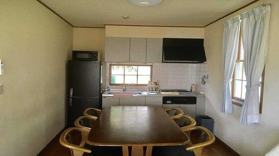 Condominium Square Hills: 7-10名様用3Fメゾネットルーム(基本ベース約24畳+24畳+9畳のメゾネット) キッチンの写真例