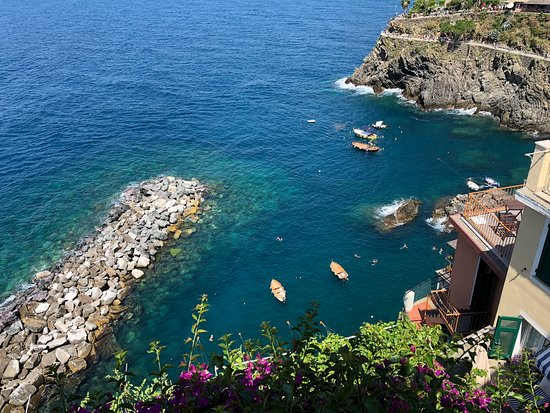 Cinque Terre Day Trip from Florence with optional Hiking: Beautiful blue water