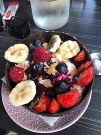 Quay Street Cafe & Bar: Bircher Muesli Bowl with Yoghurt and Fruit