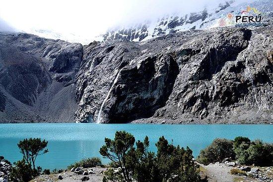 Trekking 69 Lago en la Cordillera...
