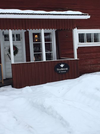 Juva, Finland: Idyllinen pysähdyspaikka Aikuisille (mukana oli lapset). Tee oli todella hyvä, sai ostaa mukaan. Jätski oli omatekoinen ja aito mansikka maistui suussa. Suosittelen