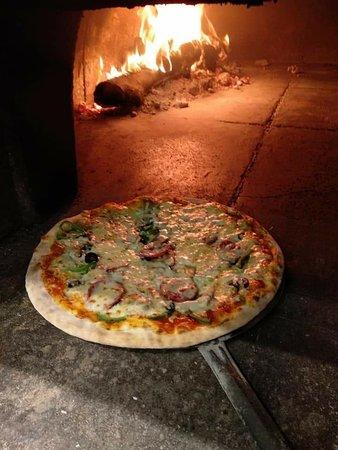 Alpakitay resto-bar: Pizzad