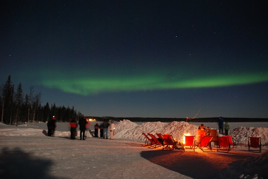 Enjoy the beach of the lake with the Northern lights.