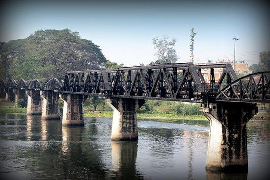 Tour: Brücke über den Fluss Kwai und Thailand-Burma-Eisenbahn: La même en couleur !!!