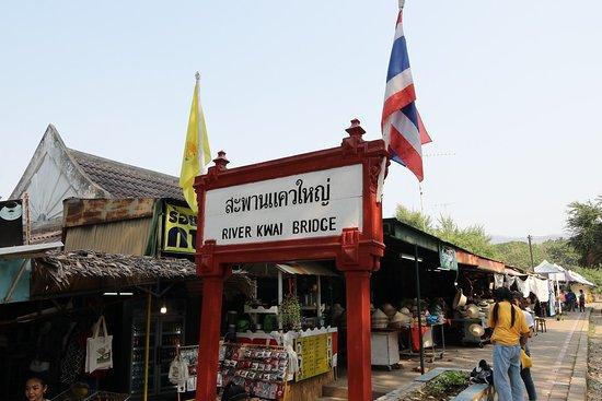 Tour: Brücke über den Fluss Kwai und Thailand-Burma-Eisenbahn: La gare pour la suite de notre voyage !!!