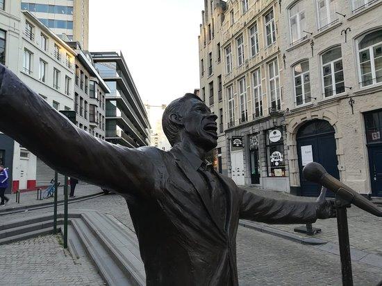 Jacques Brel Statue