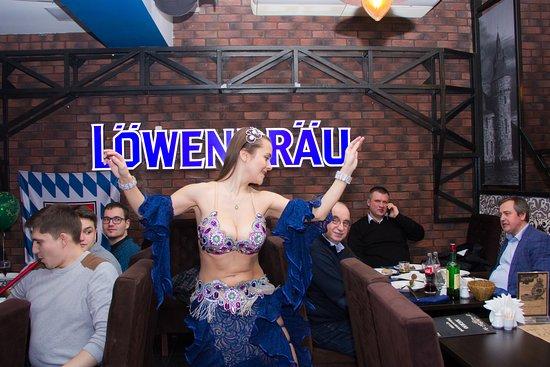 Lowenbrau Haus: восточные танцы
