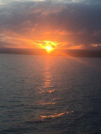 Minahasa, Indonesië: Le coucher de Soleil que l'on peut apercevoir dans le lointain.