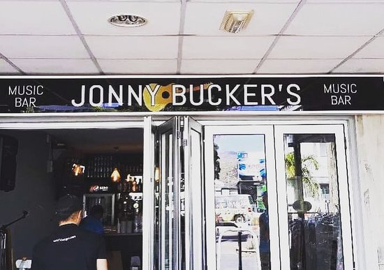 Playa del Inglés, Spanien: Jonny Bucker's Live music bar; serving a wide variety of drinks - Guinness, Tropical and Stella on tap, bottled beers, ciders, sprits, cocktails and soft drinks all available. Sun terrace & live sport also shown.
