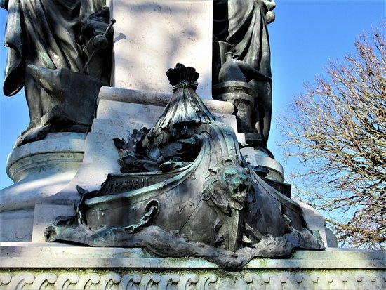 Monument Emile Justin-Menier