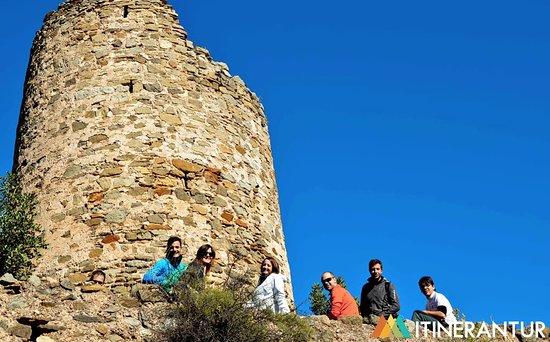 Province of Castellon, Spania: El castillo de Aín y los habitantes del bosque. Nos encontramos en el bosque de alcornoques más importante de toda la Comunidad Valenciana. Es lo que los naturalistas llamamos la auténtica Selva Mediterránea, que pasa por ser uno de los ecosistemas con más biodiversidad del mundo.