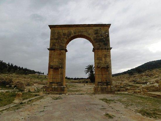 Sousse Governorate, Tunisia: Arc,porte de la ville.A droite et tout autour des échoppes.