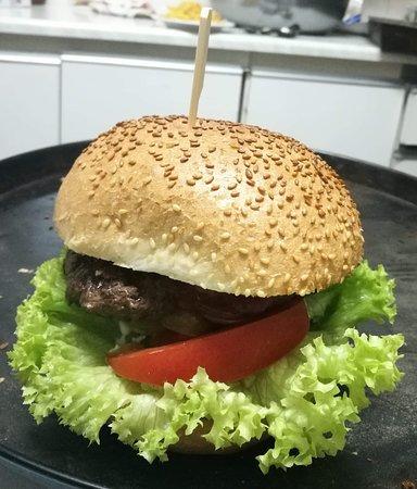 Dębowiec, Polónia: Burger wolowy 200g świeżej wołowiny!
